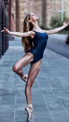 New Dancing Poses Photography Ballet Ideas Dance Photography Poses, Dance Poses, Dance Picture Poses, Ballerina Photography, Dance Photo Shoot, Ballet Dancers, Ballerinas, Bolshoi Ballet, Ballet Leotards