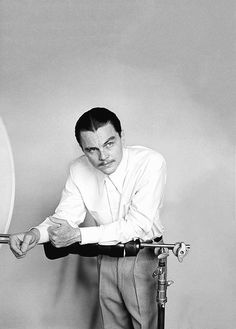 Leo as Howard Hughes - The Aviator