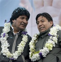 Bolivian President Evo Morales (L) and foreign minister David Choquehuanca chat during a rally in El Alto outskirts of La Paz, August 7, 2008. REUTERS/David Mercado