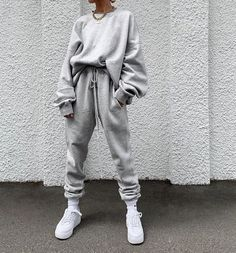 Women's Individuality Loose Pure Colour Suit – urperfitYou can find Sweatpants outfit and more on our website. Legging Outfits, Cute Sweatpants Outfit, Leggings Outfit Fall, Athleisure Outfits, Sweatpants Style, Fashion Sweatpants, Nike Leggings, Sweatshirt Outfit, Athletic Fashion