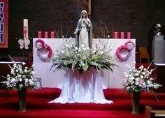 Church Flower Arrangements, Church Flowers, Floral Arrangements, Easter Altar Decorations, Christmas Decorations, Table Decorations, Month Flowers, Lady Of Fatima, Jesus Pictures