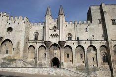 Avignon Pictures - A Virtual Tour of Avignon Places to Visit: Avignon Picture: Palace of the Popes - Entrance