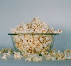 Wondering if you can still eat popcorn on a low carb diet? Ketogasm explores the carbs in popcorn and what to do about movie theater snacks. Popcorn Toppings, Popcorn Recipes, Cooking Movies, Chocolate Popcorn, Hot Chocolate, Good Movies To Watch, Awesome Movies, Scary Movies, Yule