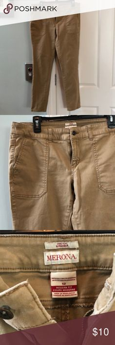 "Skinny khakis EUC khakis, skinny legged with large cargo pockets on the front and patch pockets on the back. 2% spandex in fabric for comfort. 29"" inseam. Merona Pants Skinny"