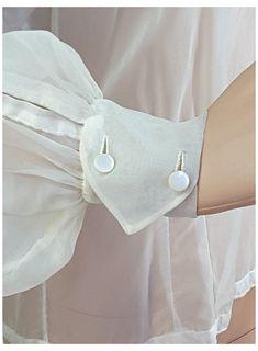 Kurti Sleeves Design, Sleeves Designs For Dresses, Kurti Neck Designs, Dress Neck Designs, Stylish Dress Designs, Sleeve Designs, Stylish Dresses, Blouse Designs, Collar Designs