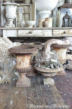 Servies en Brocante rustic French vintage salvage