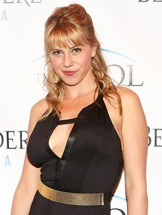 Time is reporting that Sweetin, who played middle daughter Stephanie Tanner in the hit ABC series Full House, will reprise her role in the upcoming reboot on Netflix entitled Fuller House. Description from watchinga.com. I searched for this on bing.com/images
