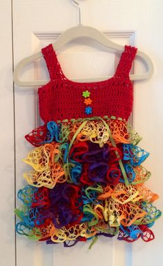 Crochet baby sundress 12 months Comme quoi, on ne fait pas que des écharpes avec cette laine ;) J'adore!!