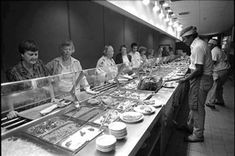 Florida Memory - Diners at Morrison's Cafeteria - Tallahassee, Florida. Tarter Sauce, Cafeteria Food, Vintage Restaurant, Ga In, Morrisons, Soda Fountain, Vintage Recipes, The Good Old Days, Childhood Memories
