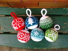 Balls Up! pattern by General Hogbuffer. These are made by miyayo with 3 charts of her own.