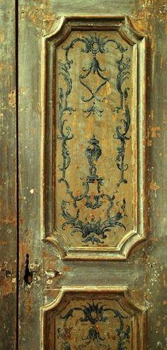 dettaglio di porta antica originale