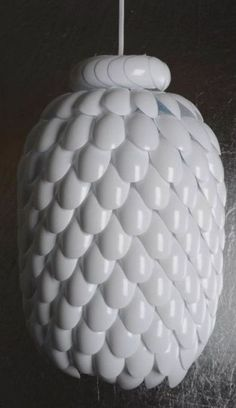 How to make a lamp shade from plastic spoons and a water jug tutorial http://www.justfunonly.com/amazing/creative-plastic-spoon-art/