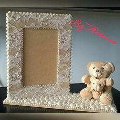 Diy Photo Frame Cardboard, Cardboard Frames, Costume Jewelry Crafts, Diy And Crafts, Paper Crafts, Decorated Wine Glasses, Vintage Crafts, Handmade Decorations, Diy Gifts