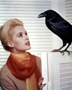 """Tippi Hedren en una imagen promocional para """"Los Pájaros"""" (The Birds), 1963"""