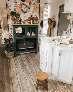 Flower & Honey Bee Wallpaper - Home Design Decor, Retro Home Decor, House Design, Interior, Remodel, Tiny House Living, Home Decor, Rv Homes, Living Room Designs