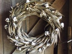 Dried okra and cotton wreath. In case I ever grow okra and somehow manage not to eat it all. How To Make Wreaths, Crafts To Make, Holiday Wreaths, Holiday Crafts, Okra Crafts, Cotton Wreath, Primitive Crafts, Handmade Ornaments, Christmas Love