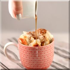 Mug recipes are fun to make, and fun to eat. I've put together a collection of amazing microwave desserts from around the web. These mug recipes are gorgeous, tasty, and can be prepared in just What's For Breakfast, Breakfast Recipes, Dessert Recipes, Morning Breakfast, Sunday Morning, Easy Desserts, Mug Recipes, Cooking Recipes, Cooking Time