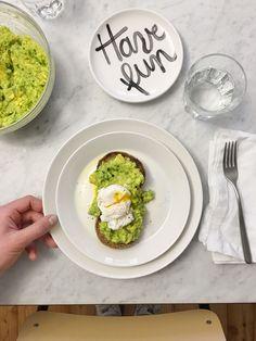 GNAM BOX - L'avocado toast è la ricetta veloce per saziare la fame con poche calorie e tanta energia.