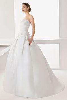 Robe soir e blanche pour mari e pr s du corps manche for Concepteurs de robe de mariage australien en ligne