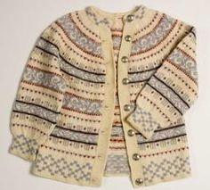 Free pattern at sandnesgarn. Fair Isle Knitting Patterns, Fair Isle Pattern, Vintage Knitting, Hand Knitting, Nordic Sweater, Baby Girl Sweaters, Knitting Projects, Knitwear, Knit Crochet