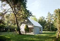 modern small house by Dinell Johansson