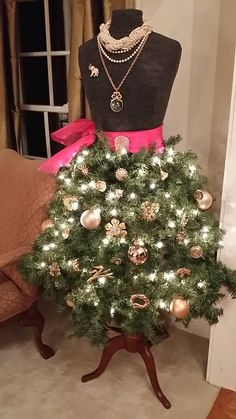 Christmas Tree Skirt On Mannequin | We Have a Winner in Our #Homes4Holidays Decor Contest - Home ...