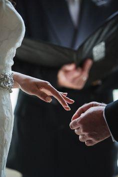Classy-Edmonton-Hochzeit - New Ideas Wedding Picture Poses, Wedding Couple Poses Photography, Wedding Poses, Wedding Photoshoot, Wedding Shoot, Wedding Couples, Wedding Pictures, Arab Wedding, Wedding Shot List
