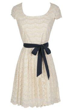 robe en dentelle avec nœud bleu marine