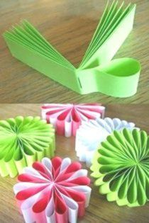 Christmas crafts for kids – Making Christmas tree ornam… na Stylowi.pl Christmas crafts for kids – Making Christmas tree ornam… na Stylowi. How To Make Christmas Tree, Christmas Crafts For Kids, Holiday Crafts, Fun Crafts, Diy And Crafts, Christmas Decorations Diy For Teens, Party Crafts, Easter Crafts, Paper Flowers Diy