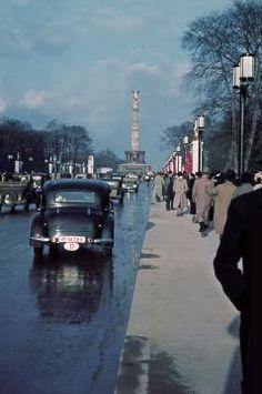 Auf den ersten Blick hatte sich im Tiergarten wenig geändert.Berlin 1937