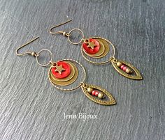 Boucles d'oreilles en métal bronze et rouge , sequin nacre , anneaux , perles facettes , breloque étoile : Boucles d'oreille par jenn-bijoux-fait-main