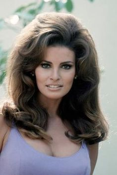 Raquel Welch in the early . love the big bouffant hair Beautiful Celebrities, Beautiful Actresses, Gorgeous Women, Raquel Welch, Frontal Hairstyles, Bob Hairstyles, Vintage Hairstyles, Beautiful Hairstyles, Big Hair