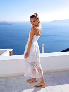 Niomi Smart | An Evening In Oia http://www.niomismart.com/2014/09/an-evening-in-oia-photo-diary.html