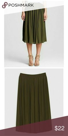 Who What Wear Pleated Skirt Olive Green Crepe fabric is light and airy  Pretty accordion pleats have ample flare Below-the-knee length is modest and charming Full waistband elastic, Fully lined Mid Rise Exterior 100& Polyester Lining: 100% , Polyester Flat front Who What Wear  Skirts
