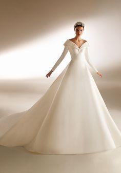 Wedding Gown A Line, Royal Wedding Gowns, Pronovias Wedding Dress, Elegant Wedding Dress, Princess Wedding, Dream Wedding Dresses, Bridal Dresses, Wedding Dress Crafts, Mode Kpop