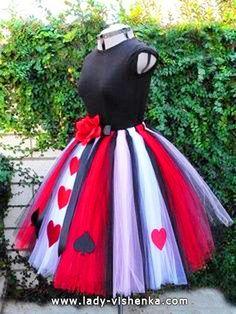 http://fr.halloween.lady-vishenka.com/costume-queen-hearts-halloween/  15. Reine de Coeur — déguisement Halloween adulte - 41 IDÉES