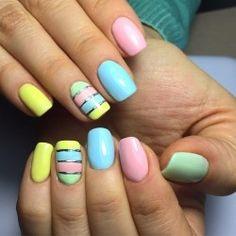 Летний разноцветный маникюр фото