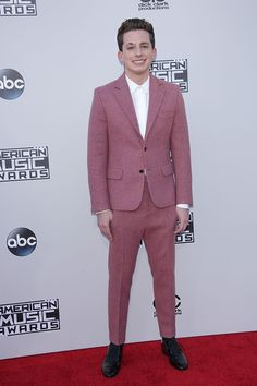 Charlie Puth and Meghan Trainor had one HOT makeout session during the 2015 AMAs. So, who is Charlie Puth? Here's 5 very important things to know about the sexy singer! Charlie Puth, Green Eyed Baby, King Of Music, Meghan Trainor, Gorgeous Guys, Hollywood Life, Celebs, Celebrities, 5 Things