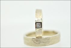 Trouwringen | Juweliers Claessens Handmade champagne gold wedding rings in a rough structure
