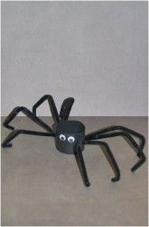 Easy Halloween Craft For Kids - Spider made out of a toilet paper roll.
