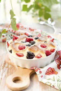 Learn how to make this delicious and healthy Raspberry Custards. It takes just 1 hour of preparation time! Homemade Desserts, Healthy Desserts, Just Desserts, Healthy Recipes, Love Eat, Love Food, Specialty Cakes, Kids Meals, Sweet Treats