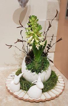 Easter Flower Arrangements, Flower Vases, Floral Arrangements, Decoration Palette, Decoration Table, Wedding Table Decorations, Christmas Decorations, Diy Ostern, Ceramics Projects