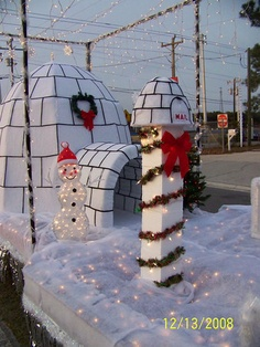 Penguin/Igloo Christmas Float Use a tent and cover it? Office Christmas, Christmas Projects, Christmas Lights, Holiday Crafts, Christmas Holidays, Christmas Ornaments, White Christmas, Christmas Float Ideas, Christmas Parade Floats