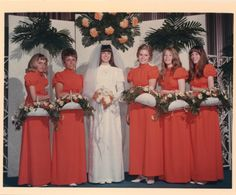 1970 bride Donna Rae with her attendants 1970s Wedding, Vintage Wedding Photos, Vintage Bridal, Vintage Weddings, Vintage Floral, Wedding Pictures, Vintage Photos, Orange Bridesmaids, Brides And Bridesmaids