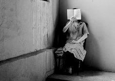 Poveşti din sertar: Oameni și cărți I    http://loc-pentru-visat.blogspot.ro/2012/09/oameni-si-carti.html#