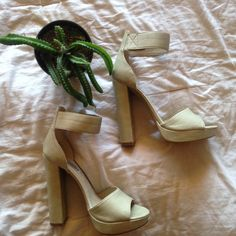 Steve Madden Heels Steve Madden Heels! Worn once! Super cute and go with everything ! Steve Madden Shoes Heels