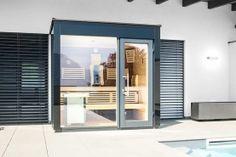Außensauna mit Pool auf der Terrasse Outdoor Sauna, Sauna Room, Modern, Divider, Mirror, Furniture, Wellness, Home Decor, Dolphins
