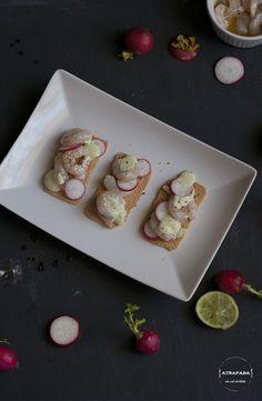 Atrapada en mi cocina: GAMBAS MARINADAS CON MAYONESA DE WASABI Y RABANOS