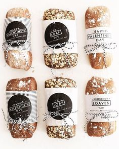 Somebody Loaves You Valentine's Day Gift DIY Valentine's Day gift idea for homemade bread wrapped in free printable Valentine's labels Bread Packaging, Bakery Packaging, Cookie Packaging, Food Packaging Design, Gift Packaging, Sandwich Packaging, Bakery Branding, Packaging Ideas, Restaurant Branding