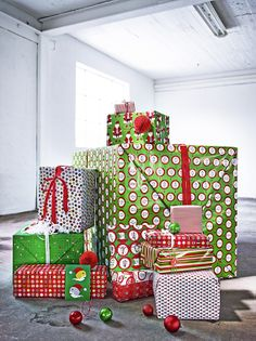 IKEA annual preparing a special Christmas collection. We offer a look at her Chest, IKEA Christmas decorations Christmas 2015 decorating ideas from IKEA, new year decorations 2015 form IKEA Ikea Christmas Decorations, New Years Decorations, Christmas Tree Themes, Christmas Past, Christmas Images, Christmas Colors, Christmas Present Wrap, Christmas Gift Wrapping, Christmas Presents